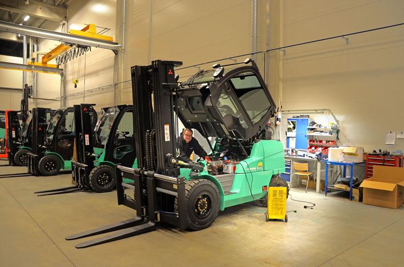 Servicing Forklifts